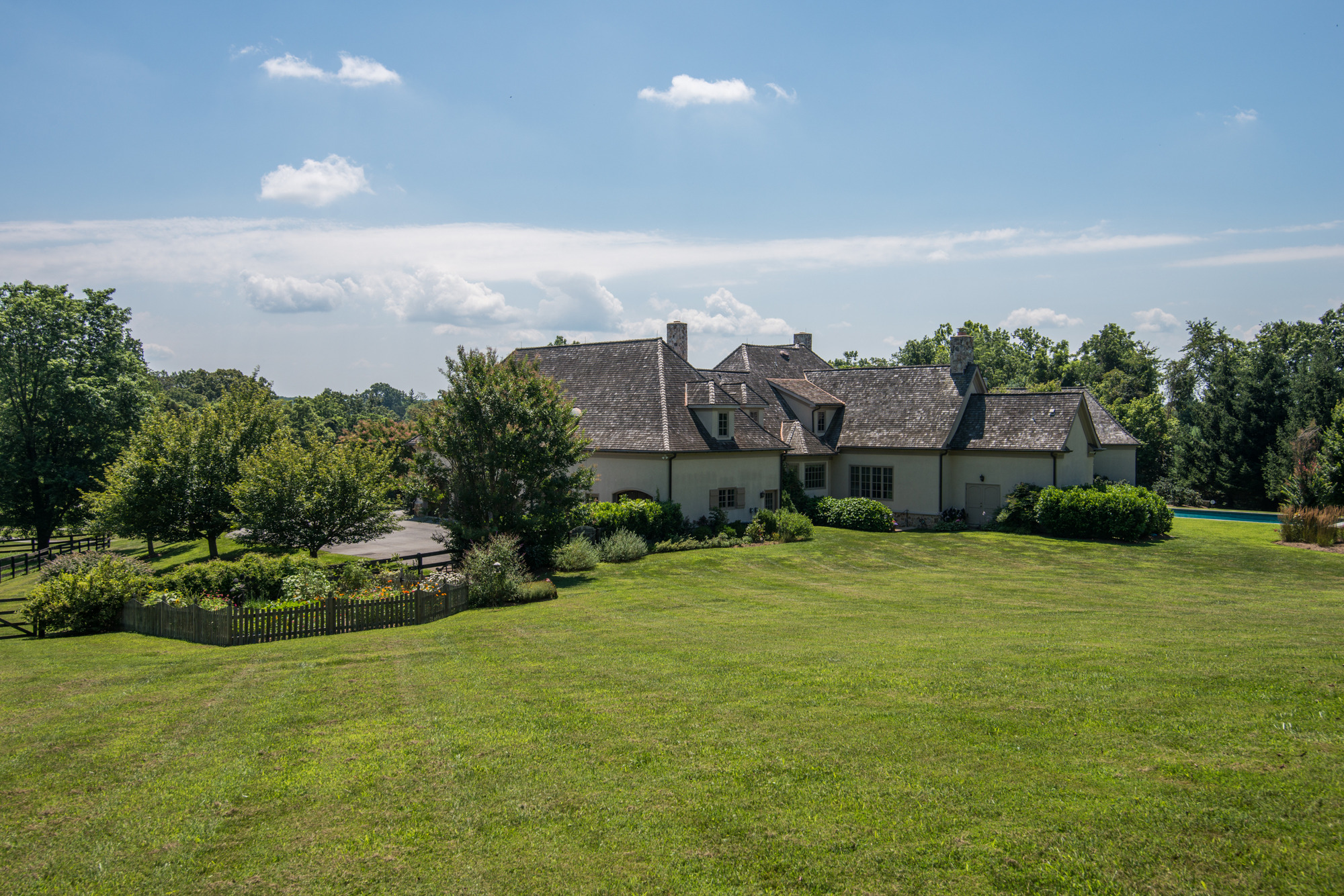Thomas talbot exclusive real estate middleburg virginia for Le jardin high wine